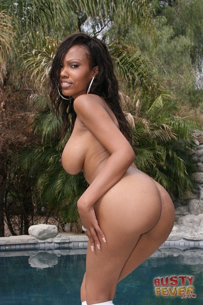Lacey Duvalle Gets Wet